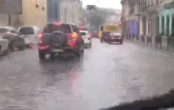 Ливень превратил улицы Львова в реки