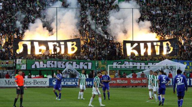 Во Львове произошла схватка между фанатами Карпат и Динамо. [ Редактировать ]