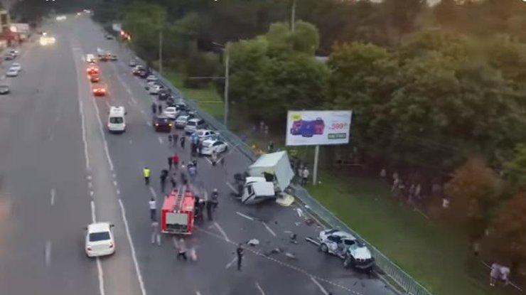 Жуткое ДТП в Днепре: пьяный водитель грузовика убил людей (видео) [ Редактировать ]