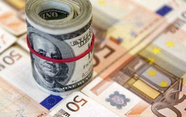 Евро упал до месячного минимума из-за ситуации в Греции