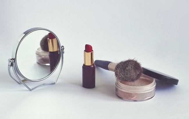 Каждый пятый пробник: ученые предупредили об инфекциях в магазинах косметики