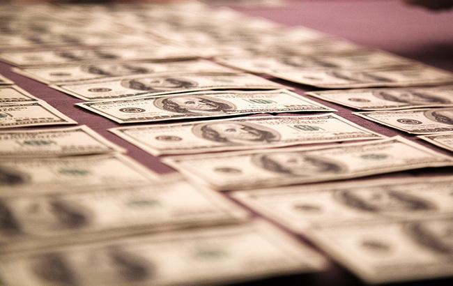 Курс доллара на межбанке немного повысился