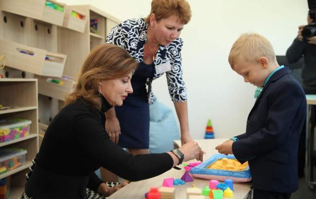 Марина Порошенко и Валентин Резниченко открыли инклюзивно-ресурсный центр в Петриковке