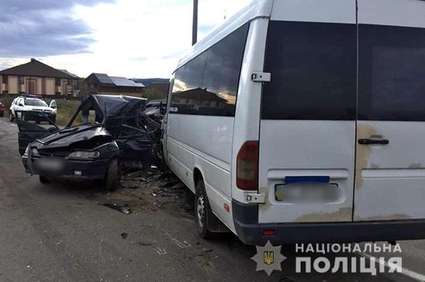 На Прикарпатье в результате ДТП пострадали восемь человек