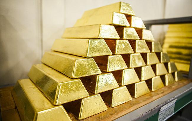 НБУ понизил курс золота до 349,1 тыс. гривен за 10 унций