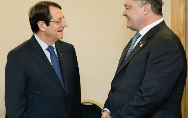 Переизбранный президент Кипра пригласил Порошенко на встречу
