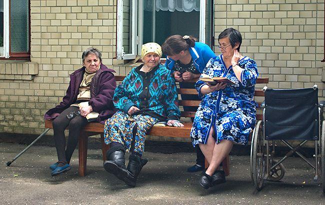 Пока гром не грянет: в каких условиях живут постояльцы домов престарелых