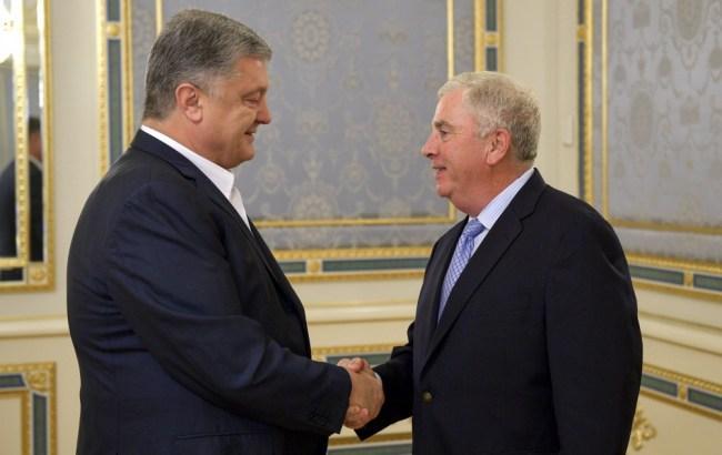 Порошенко обсудил с американским генералом Абизейдом усиление оборонных возможностей Украины