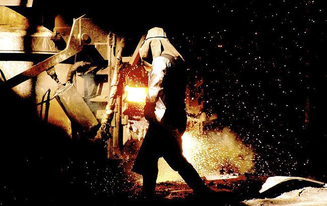 Порошенко отметил металлургов госнаградами в день профессионального праздника