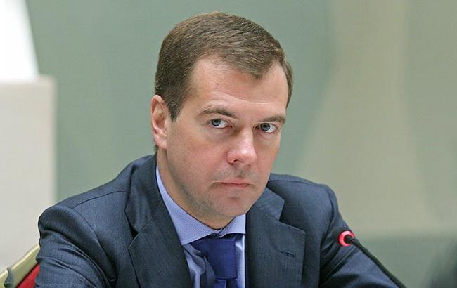 Россия заблокирует активы сотен украинцев, - Медведев