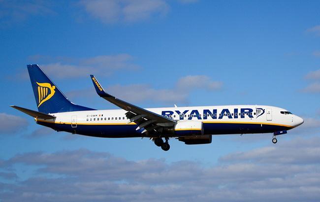 Ryanair заявил о снижении прибыли из-за расходов на топливо и забастовок