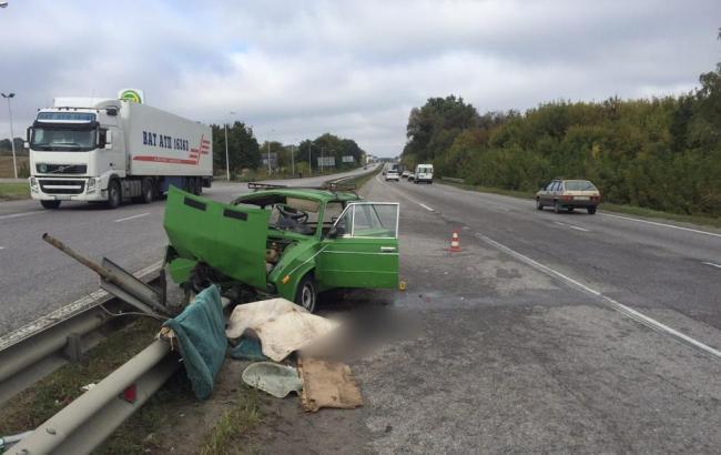 У Харківській області автомобіль наїхав на відбійник, є загиблі