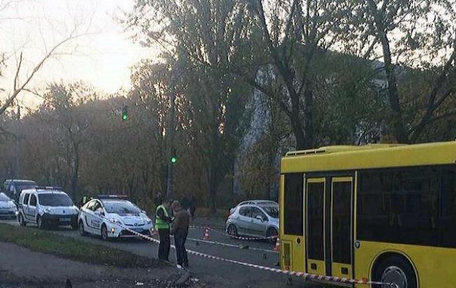 У Києві автобус наїхав на лежачого на дорозі чоловіка