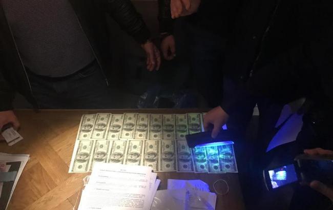 В Днепре задержали на взятке в 25 тыс. долларов адвоката