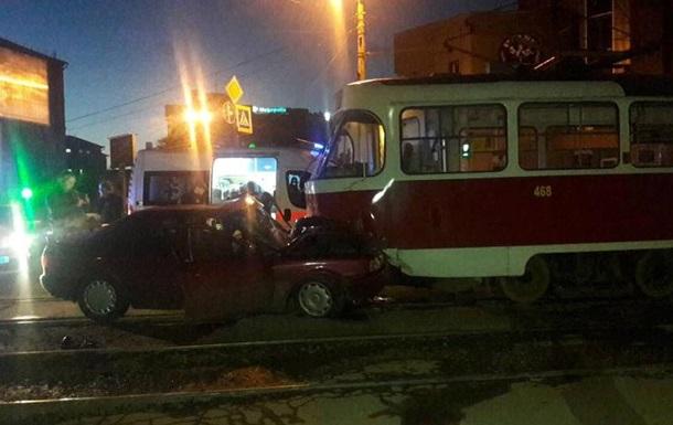 В Харькове Audi врезалось в трамвай, есть пострадавшие