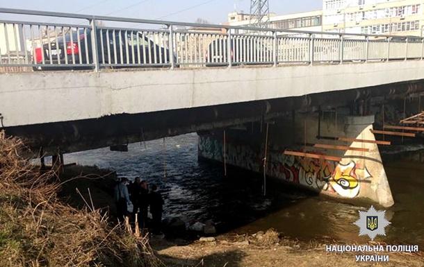 В Харькове под мостом нашли труп в мешке