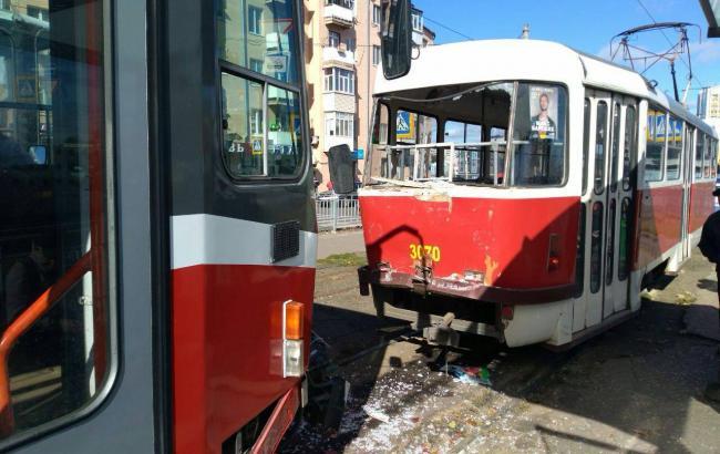В Харькове в результате столкновения трамваев пострадали два человека
