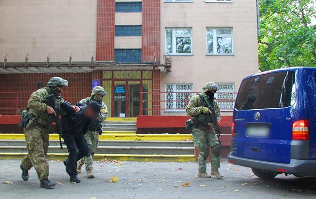 В Харьковской области СБУ задержали банду, которая терроризировала предпринимателей