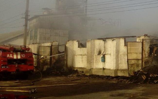В Харьковской области загорелись склады с зерном