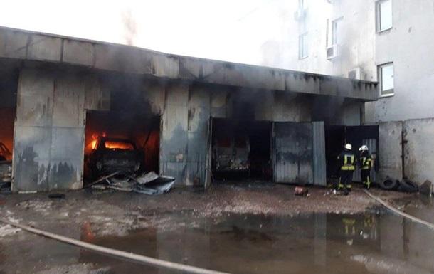 В Киеве произошел крупный пожар на СТО