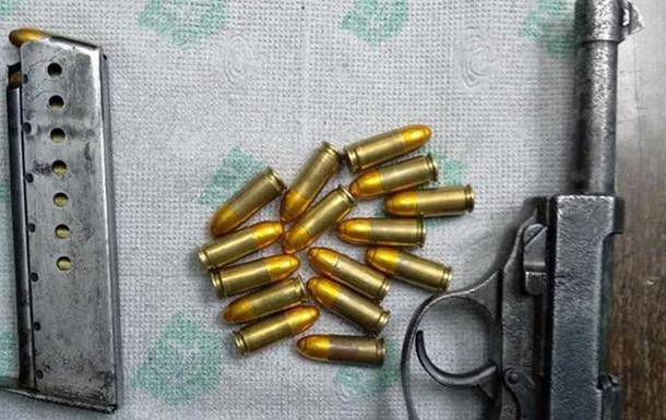 В метро Харькова задержали мужчину с оружием