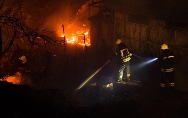 В Одессе пожар уничтожил 16 пляжных домиков
