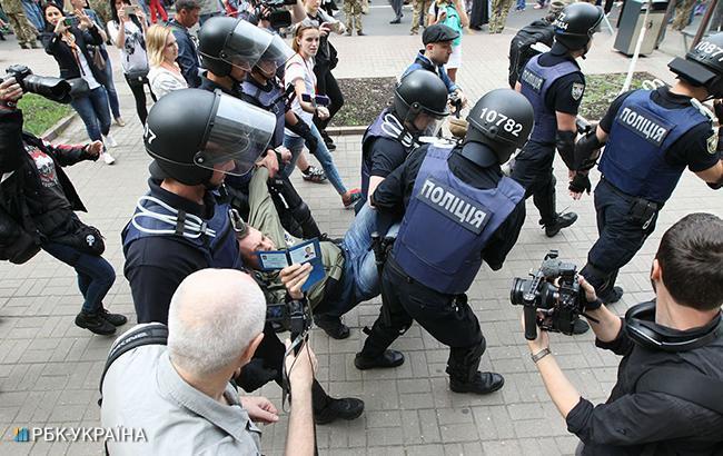 В результате драки в горсовете Конотопа полиция задержала четырех человек
