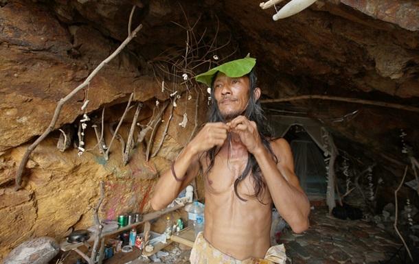 В Таиланде пещерный Казанова хвастается трофеями