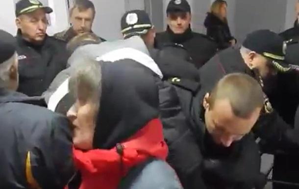 В Виннице пенсионеры штурмовали горсовет
