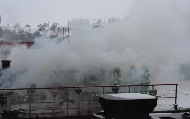 В Запорожье три десятка пожарных тушили кран