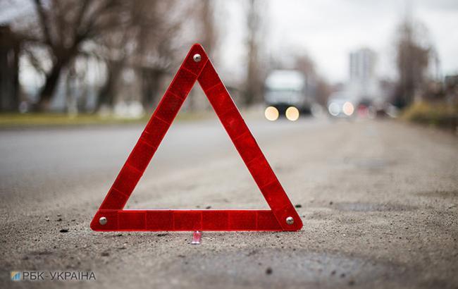 Во Львове 18-летний водитель насмерть сбил семью с ребенком