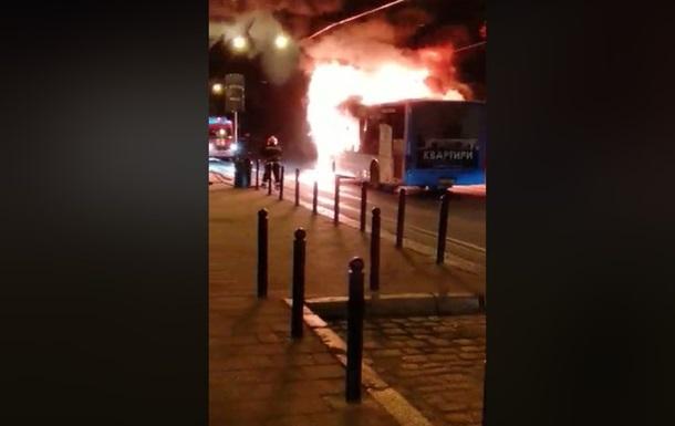Во Львове на ходу загорелся автобус