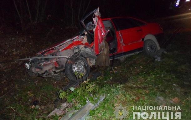 Во Львовской области столкнулись два авто и телега, есть погибший