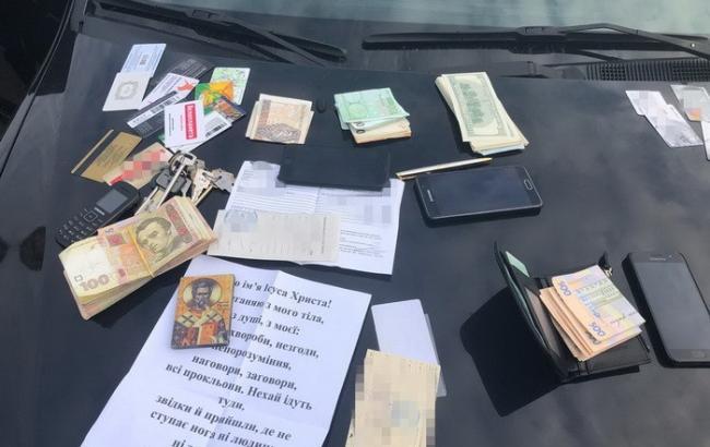 Во Львовской области задержали на взятке трех таможенников