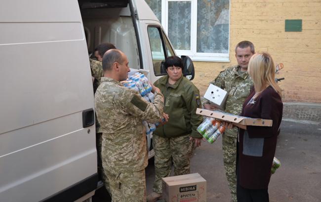 Военные ВСУ передали продукты пострадавшим от взрывов под Ичней