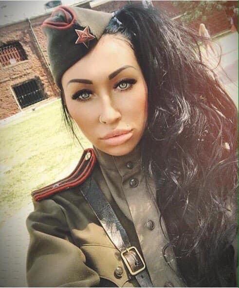 Какой род войск? Нелепое фото россиянки накануне 9 мая насмешило сеть