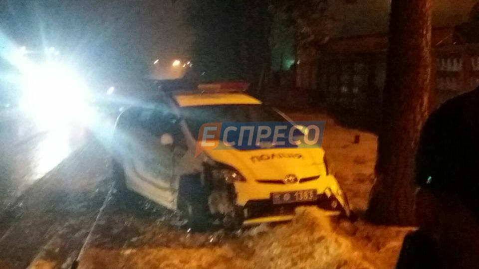В Киеве два экипажа патрульных устроили странное ДТП (фото)