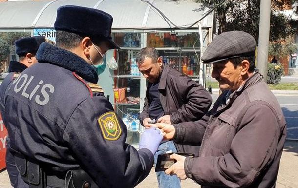 Азербайджан закрывает границы и вводит смс-контроль за населением